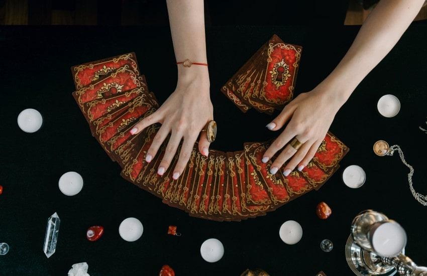 Barajar cartas del tarot