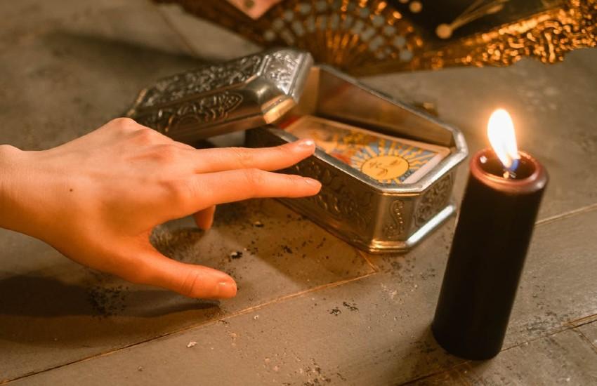 Cuidar y guardar las cartas del tarot